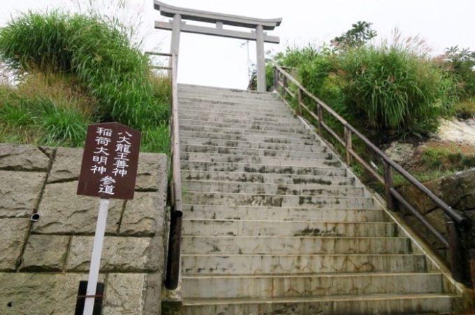 恐山の中に鳥居があったので、階段を登ってみた。