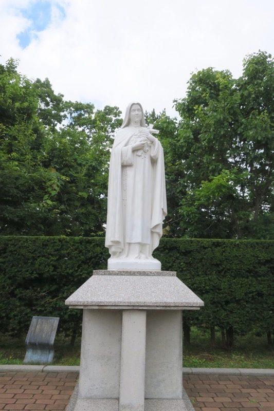 「トラピスチヌ修道院」の聖テレジア像