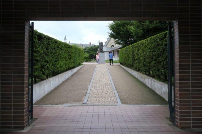 正門を潜って、「トラピスチヌ修道院」の敷地内へ。
