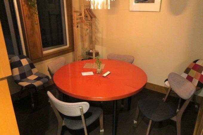 テーブル席もある。