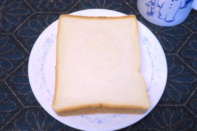 「栄作堂本店」の食パン(1斤、トースト用6枚カット、280円)