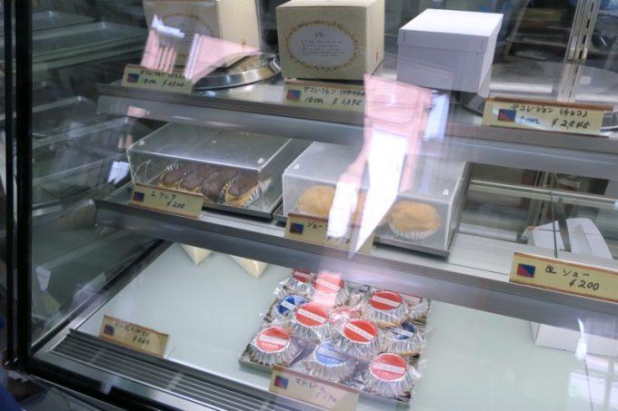 シュークリームやエクレア、マドレーヌも販売していた。