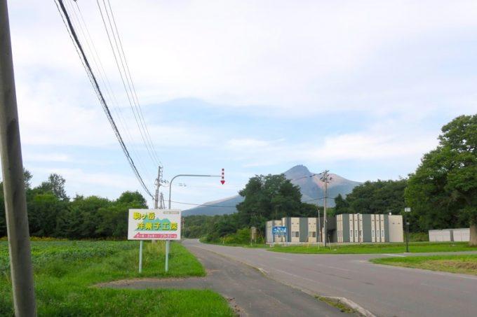 農地に囲まれた駒ケ岳エリアに「駒ケ岳洋菓子工房」はある。