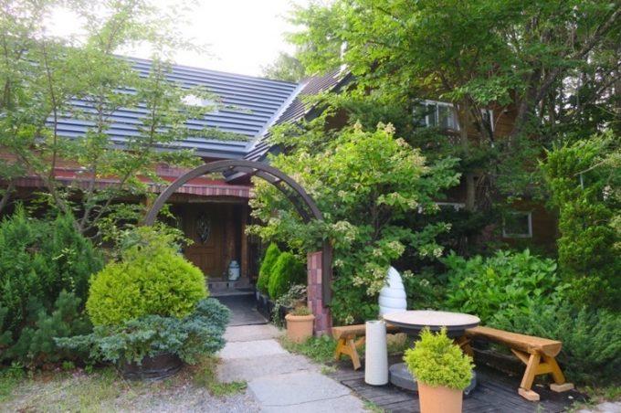 「駒ケ岳洋菓子工房」の建物はジブリに出て来そうな佇まい。