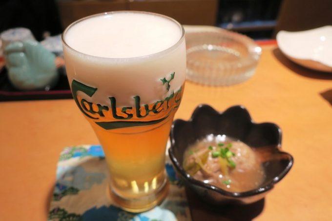 なら屋のビールは珍しいカールスバーグ(小、300円)。