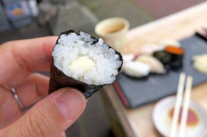 シゲちゃんすしのバター巻き(120円)