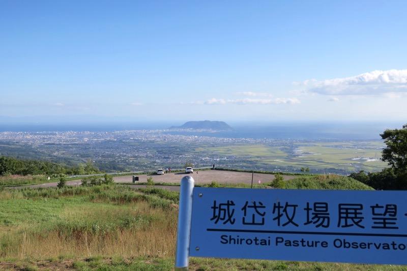 標高550mにある「城岱牧場展望台」からの眺め。