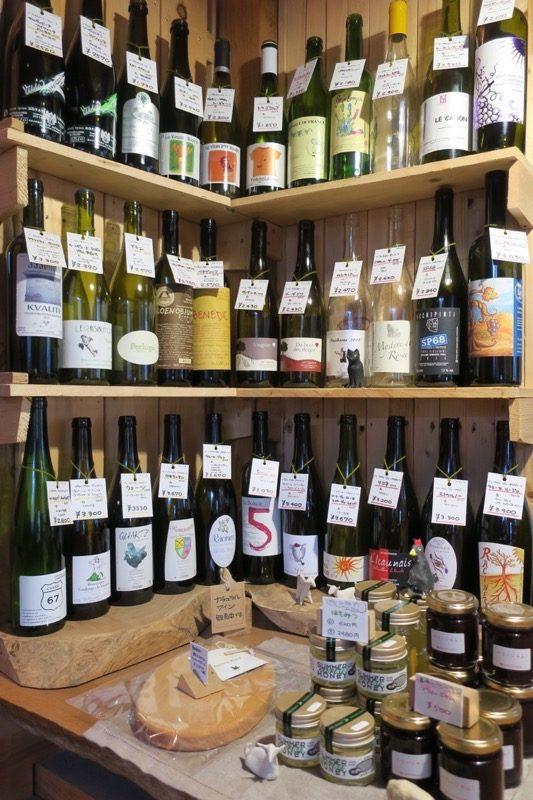 チーズの他にもBioワインを販売していた。