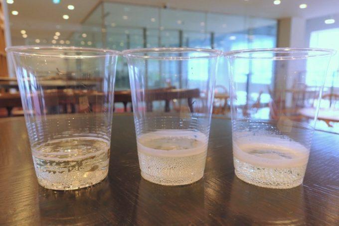 有料試飲したニッカシードルスィート(左) 、ニッカシードル ドライ(中)、タムラシードル スィート(右)
