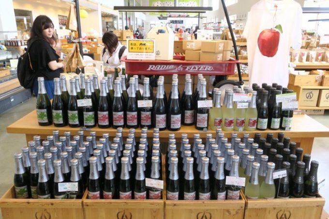 「A-FACTORY(エーファクトリー)」にはリンゴを使ったお酒・シードルが売られている。