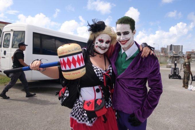 セキュリティを通過すると、さっそくジョーカーとハーレイ・クインのコスプレイヤーカップルが登場。