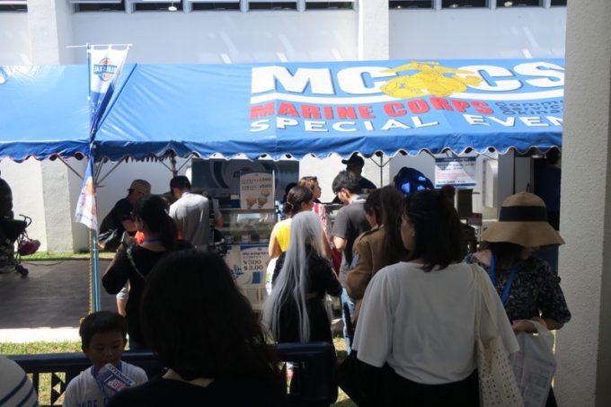 MCCSフードコーナーへ立ち寄る。