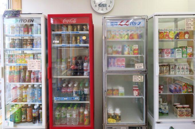 店内にあるドリンク冷蔵庫。