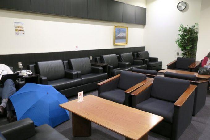 函館空港国内線のラウンジ座席。