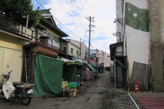 青森魚菜センター(古川市場)裏手にある小道を訪れた。