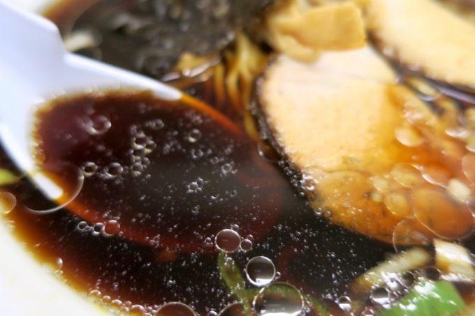 見た目も味も濃い醤油スープ。これぞ、昭和味。