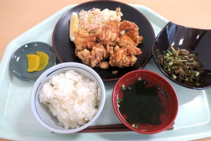 「那覇市役所本庁舎レストラン」のチキンから揚げランチ(600円)