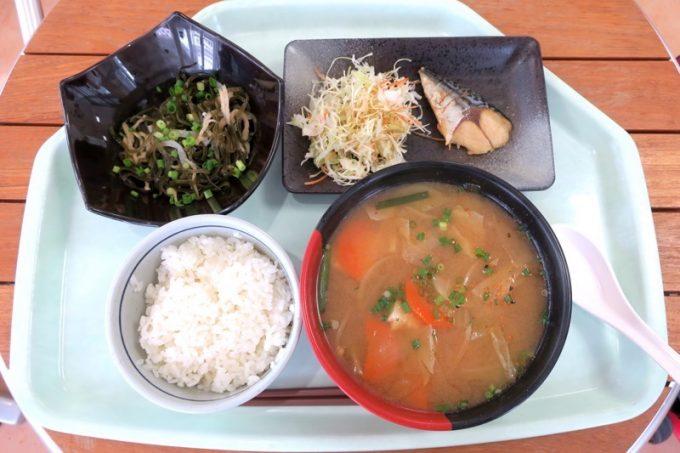 「那覇市役所本庁舎レストラン」のみそ汁定食(500円)