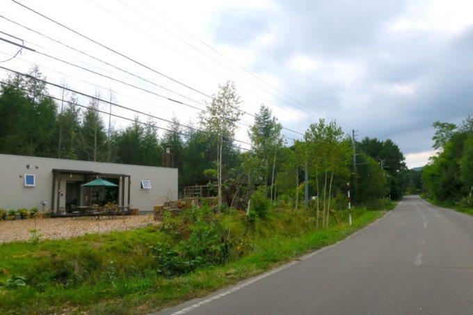 大沼周辺の旧道にある森町「おおば製パン」。