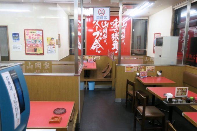 「ラーメン山岡家 函館鍛治店」の店内。