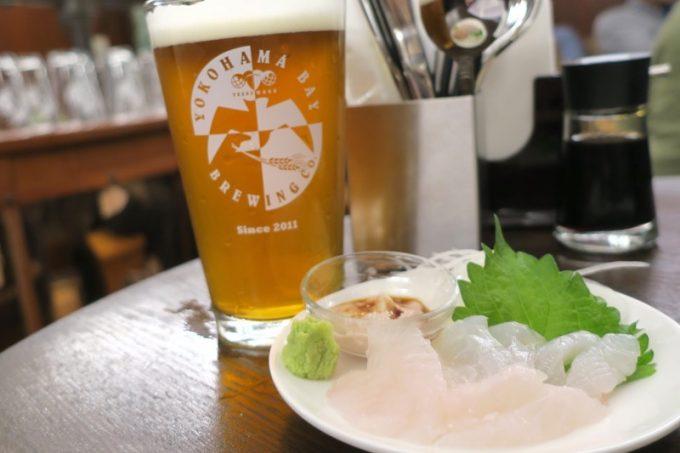 2杯目のベイピルスナーと、カワハギの刺身(肝醤油、700円)