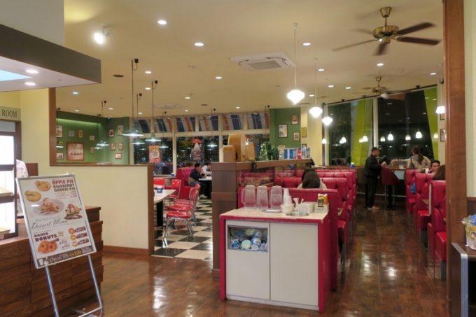 ブルーシール北谷店にはダイナー(レストラン)がある。