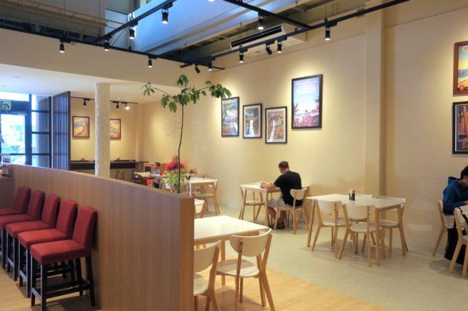 「クライマックスコーヒー北谷ハンビー本店」の店内。