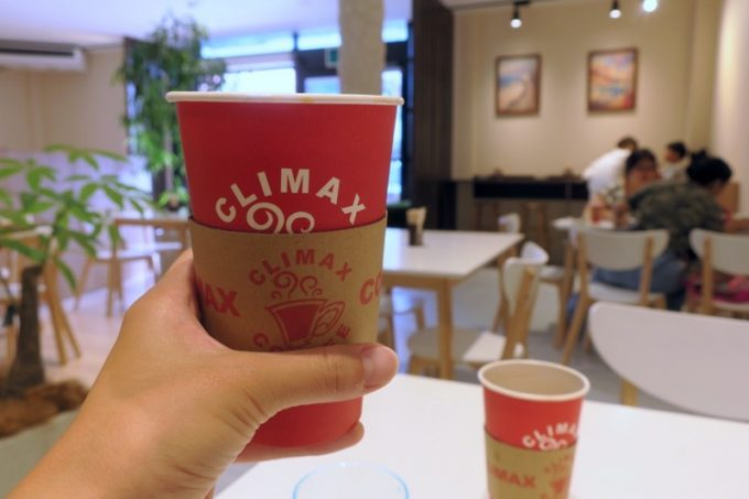 セットのコーヒーは+50円でRからMにサイズアップできる。