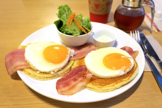 「クライマックスコーヒー北谷ハンビー本店」のモーニングパンケーキ(500円)