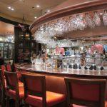 デリリウムカフェ レゼルブといったらこの丸くて豪華なカウンター席。