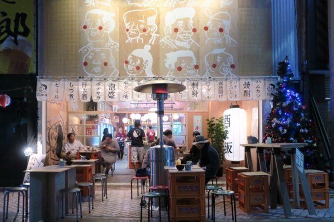 沖縄市のアーケード街・一番街にできた「本気酒場 でんすけ商店 コザ」の外観。