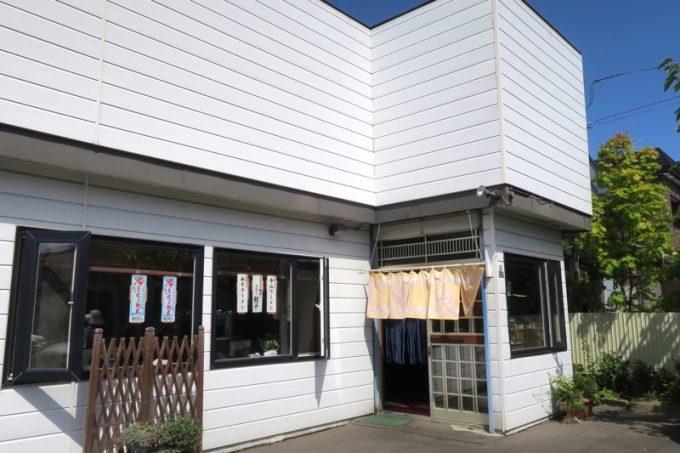 函館・富岡の住宅街にある「幸山(こうざん)」の外観