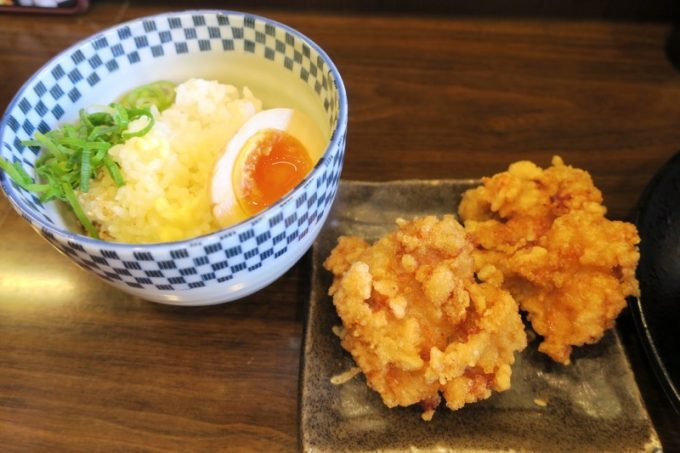 バター醤油丼(250円)と唐揚げ(2個、200円)