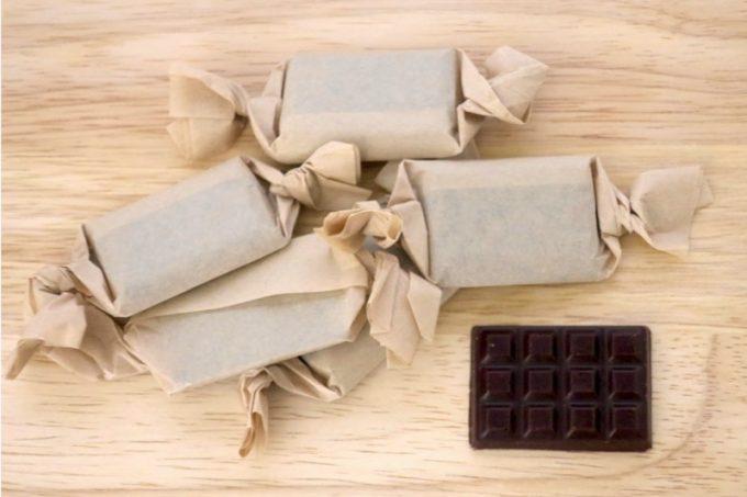 コロンビア70%を開封。ミニサイズのチョコレートが6つ入っている。