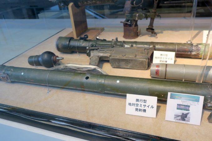 工作船から回収された携行型地対空ミサイル発射機。
