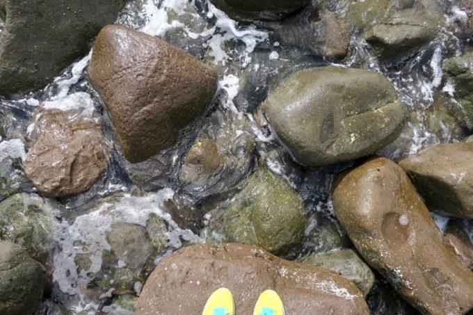足元はギリギリまで岩、岩、岩。