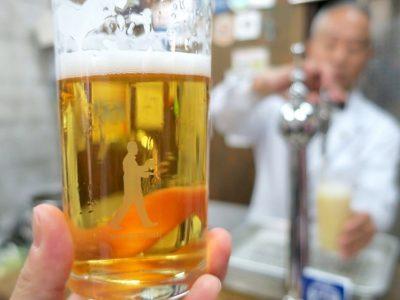「ビールスタンド重富」のグラス。