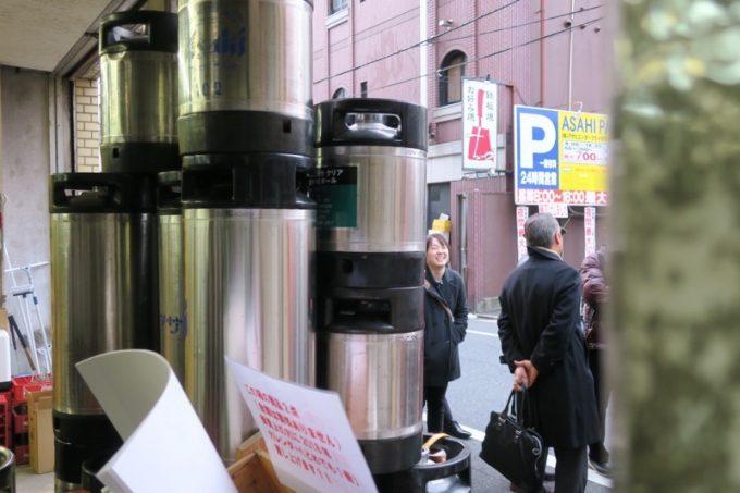 17時前には、お店の前にお客さんの行列ができ始めた。