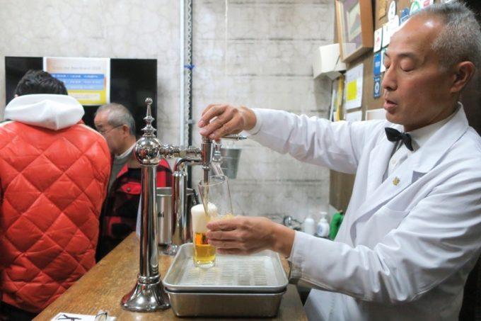17時、「ビールスタンド重富」がオープン。