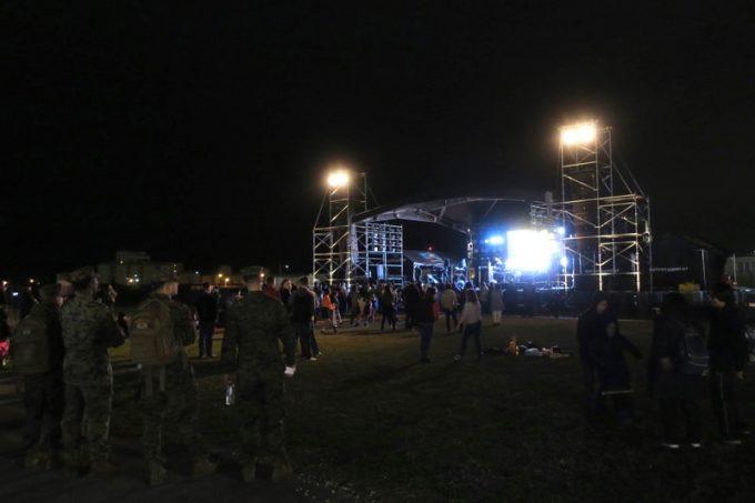 「キャンプキンザーフェスティバル」の野外ライブ会場。