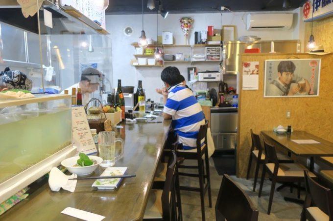 那覇「知花冷凍食品」の店内。