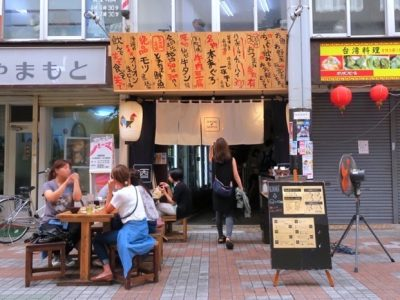 那覇のサンライズなは商店街にある「本気酒場 でんすけ商店」の外観