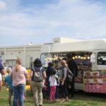 「フードトラックフェア(Food Truck Fair)」にあったブリトーの移動販売車。「フードトラックフェア(Food Truck Fair)」にあったアップルパイやたこ焼きなどの移動販売車。