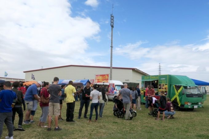 「フードトラックフェア(Food Truck Fair)」にあったジャークチキンなどの移動販売車。
