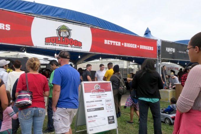 「フードトラックフェア(Food Truck Fair)」に出店していたブルドッグバーガーのテント。