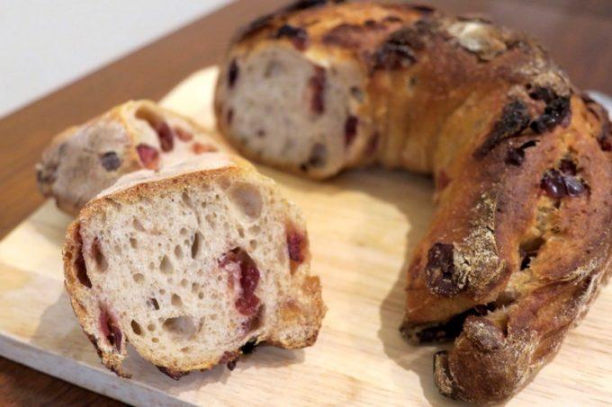 「いまいパン 古島店」のクランベリーカシューナッツ(275円)