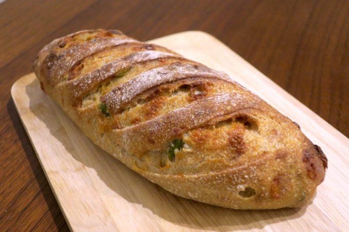 「いまいパン 古島店」の枝豆チーズ(275円)