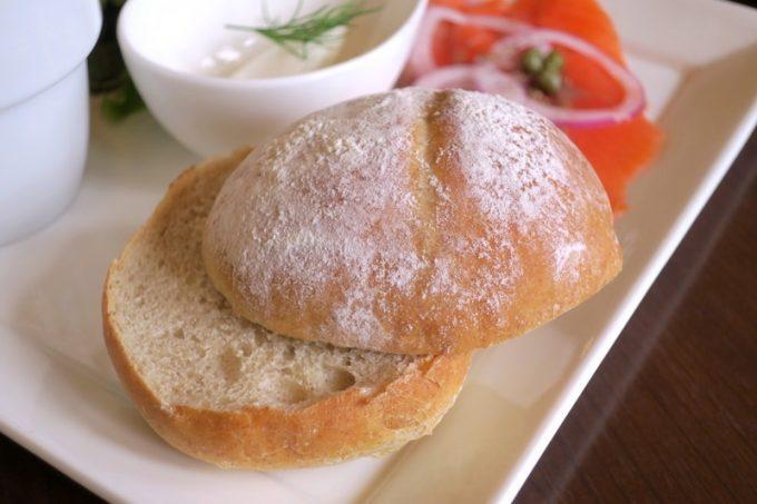 マルセンの自家製ライ麦パン。