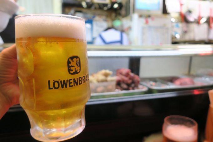 ビールはレーベンブロイのジョッキに入ってきた。