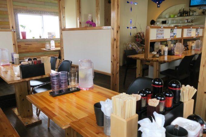 「サバ6製麺所Plus 読谷店」の店内。